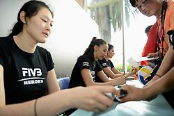 01-07-2012 VOLLEYBAL: WGP FINAL BRAZILIE - TURKIJE: NINGBO<br /> FIVB Heroes Wang Yimei, Sheilla Castro, Neslihan Darnel<br /> ©2012-FotoHoogendoorn.nl