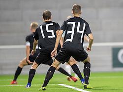Vendsyssel FF måtte stille op i træningstrøjer med påklistrede numre med tape - her Andreas Kaltoft og Anders Bærtelsen - fordi dommeren ikke godkendte kamptrøjen, i kampen i 1. Division mellem FC Helsingør og Vendsyssel FF den 18. september 2020 på Helsingør Stadion (Foto: Claus Birch).