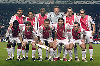 Fotball<br /> UEFA Champions League 2004/2005<br /> 19.10.2004<br /> Foto: ProShots/Digitalsport<br /> NORWAY ONLY<br /> <br /> Ajax v Maccabi Tel-Aviv<br /> <br /> Ajax teamfoto , achter vlnr : Nigel de Jong , Steven Pienaar , Hatem Trabelsi , Bogdan Lobont , Johny Heitinga en Wesley Sonck voor vlnr : Anthony Obodai , Nicolae Mitea , Rafael van der Vaart , Maxwell en Wesley Sneijder
