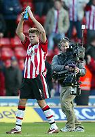 Photograph: Scott Heavey.<br />Southampton v Portsmouth. FA Barclaycard Premiership. 21/12/2003.<br />James Beattie in the lime-light again