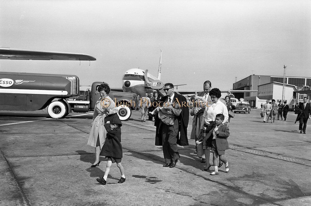13/09/1962<br /> 09/13/1962<br /> 13 September 1962<br /> Cuban refugees at Dublin Airport. Some of the 100 Cubans returning from Spain to Cuba at Dublin Airport today where their charter aircraft refuelled.