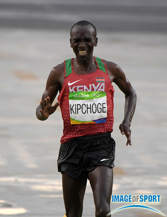 Aug 21, 2016; Rio de Janeiro, Brazil; Eliud Kipchoge (KEN) wins the marathon in 2:08:44 in the marathon during the Rio 2016 Summer Olympic Games at Sambodromo.