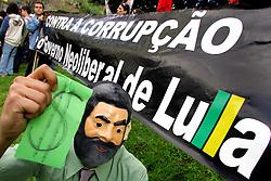 Estudantes caras-pintadas, da rede pública de ensino, fazem um protesto nas ruas de Porto Alegre  contra a corrupção no governo Lula. FOTO: Jefferson Bernardes/Preview.com