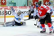 04.April 2012; Rapperswil-Jona; Eishockey - Schweiz - Finnland;<br />  Damien Brunner (SUI) scheitert an Torhueter Joni Ortio (FIN) (Thomas Oswald)
