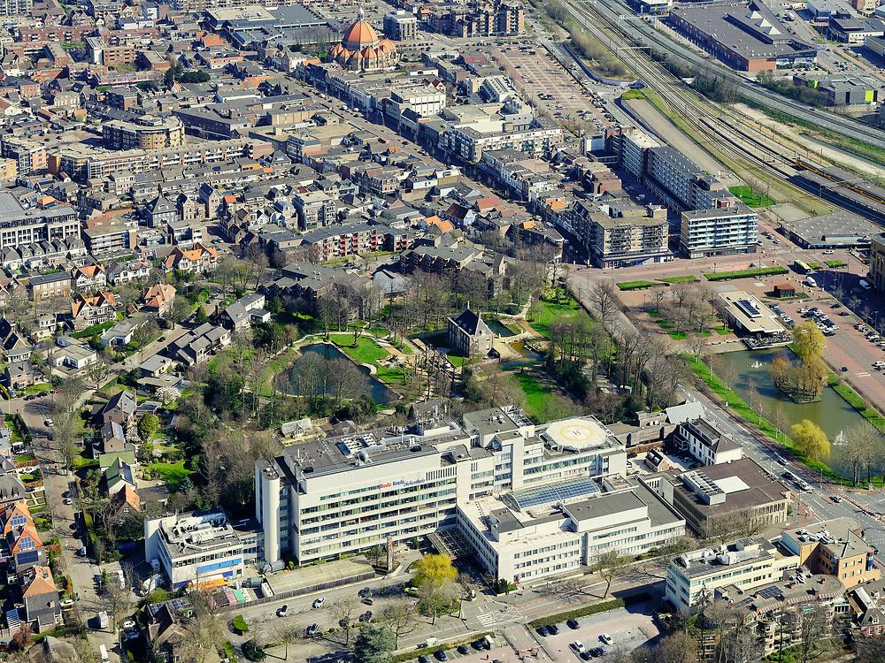 Nederland, Noord-Holland, Beverwijk;  03-23-2020; Rode Kruis Ziekenhuis, mede ontstaan door fusie met Sint-Jozef Ziekenhuis (Heemskerk). Het Brandwondencentrum maakt deel uit van het ziekenhuis.<br /> Red Cross Hospital, partly created by a merger with Sint-Jozef Hospital (Heemskerk). <br /> luchtfoto (toeslag op standard tarieven);<br /> aerial photo (additional fee required)<br /> copyright © 2020 foto/photo Siebe Swart
