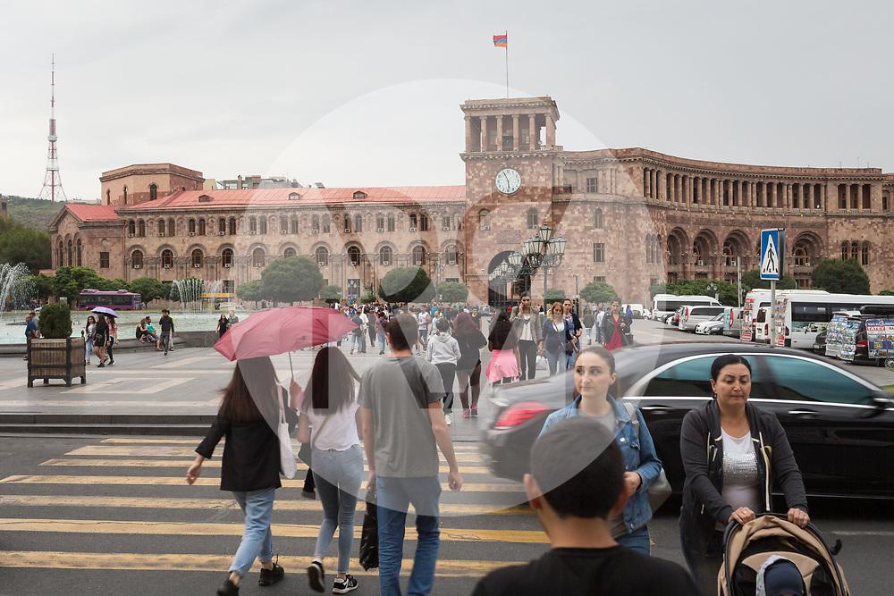 ARMENIEN - JEREWAN - Regierungsgebäude Nr. 1 am Platz der Republik  - 08. September 2019 © Raphael Hünerfauth - http://huenerfauth.ch