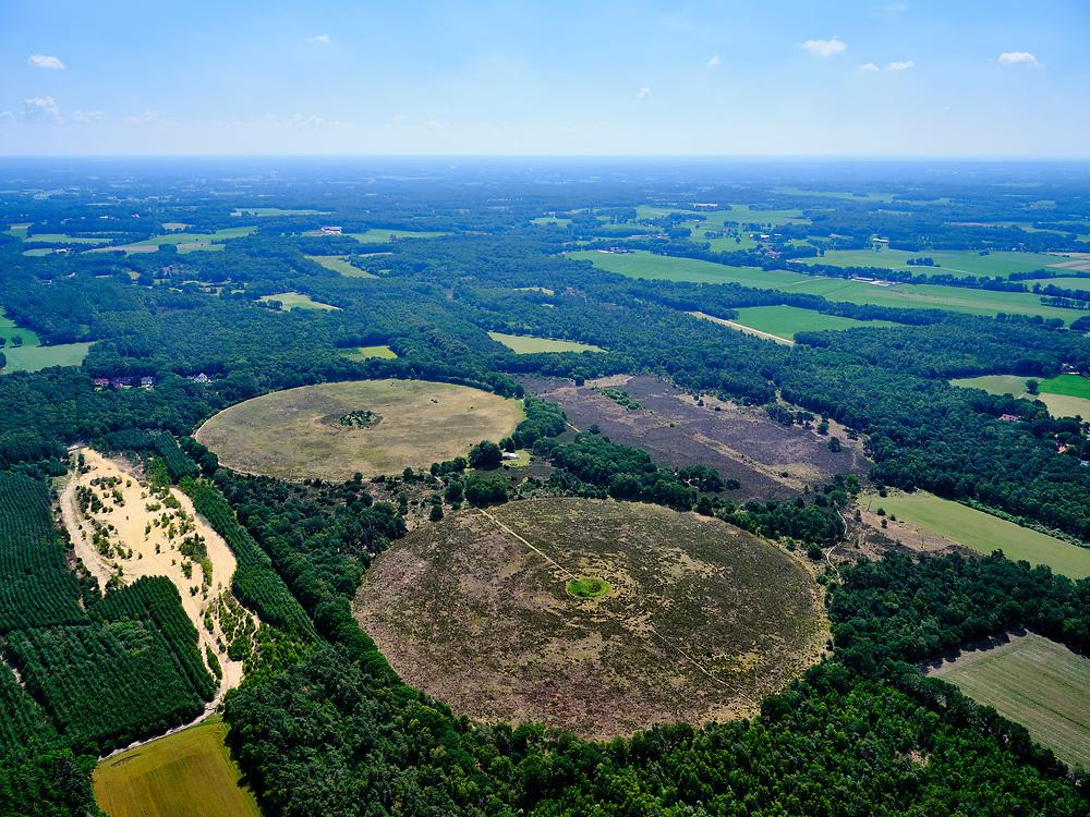 ederland, Overijssel, GemeenteTubbergen; 21–06-2020; deManderheide met Mandercirkels, ook welCirkels van Jannink. Oorspronkelijk aangelegd als cirkelvormige akkers. Tegenwoordig eigendom van het Overijssels landschap en onderdeel van een land artprojectvan Paul de Kort.<br /> Mandercircles, also called Jannink's Circles. Originally laid out as circular fields. Currently owned by the Overijssels landscape and part of a land art project by Paul de Kort.<br /> <br /> luchtfoto (toeslag op standaard tarieven);<br /> aerial photo (additional fee required)<br /> copyright © 2020 foto/photo Siebe Swart