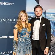 NLD/Amsterdam/20191028 - Koninklijk bezoek Premiere Galapagos, Stefanie Tency en partner