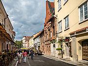 Litwa, Wilno, 08.07.2014. Ulica Zamkowa to najstarsza i najbardziej reprezentacyjna ulica na Wileńskiej Starówce.