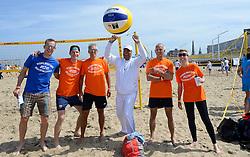 20150627 NED: WK Beachvolleybal day 2, Scheveningen<br /> Nederland heeft er sinds zaterdagmiddag een vermelding in het Guinness World Records bij. Op het zonnige strand van Scheveningen werd het officiële wereldrecord 'grootste beachvolleybaltoernooi ter wereld' verbroken. Maar liefst 2355 beachvolleyballers kwamen zaterdag tegelijkertijd in actie / Wethouder Rabin Baldewsingh van Den Haag