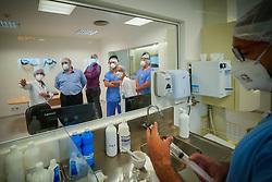 Deputado Thiago Duarte durante visita ao Hospital de Clínicas de Porto Alegre. FOTO: Jefferson Bernardes/ Agência Preview