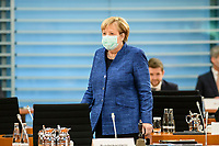 07 OCT 2020, BERLIN/GERMANY:<br /> Angela Merkel, CDU, Bundeskanzlerin, mit Mund-Nase-Maske, vor Beginn der Kabinettsitzung, Internationaler Konferenzsaal, Bundeskanzleramt<br /> IMAGE: 20201007-01-033<br /> KEYWORDS: Sitzung, Kabinett, Corona, Maske, Covid-19, Pandemie,