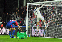 Football - 2018 / 2019 Premier League - Crystal Palace vs. Leicester City<br /> <br /> Jamie Vardy of Leicester punches the crossbar after having his shot saved, at Selhurst Park.<br /> <br /> COLORSPORT/ANDREW COWIE