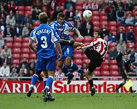 Fotball<br /> 2004/2005<br /> Foto: SBI/Digitalsport<br /> NORWAY ONLY<br /> <br /> Sunderland v Derby County<br /> Coca-Cola Championship, Stadium of Light, Sunderland 02/10/2004.<br /> <br /> Derby's Jeff Kenna (C) goes in bravely against Sunderland's Julio Arca (R).