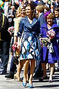 Koninginnedag 2012 in de Utrechtse gemeente Veenendaal. / Queensday 2012 in the city of Veenendaal.<br /> <br /> Op de foto: Prinses Maxima en Prinses Aimee