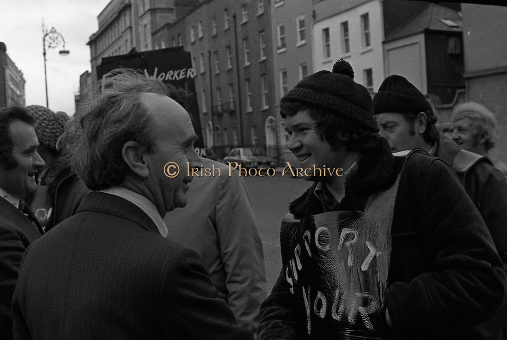 Cork Shoe Workers Protest.     K15..1976..24.03.1976..03.24.1976..24th March 1976..In protest at the winding up of the Cork shoe industry, 10 workers  from the Cork Shoe Co marched from Cork to Dublin to meet with TDs at Leinster House. The protest was to highlight the closure of The Cork shoe Co resulting in the unemployment of all the staff..Image of Pearse Wyse and Gene Fitzgerald TDs meeting with the protesting workers at the gates of Leinster House.