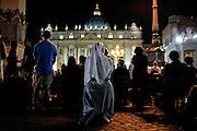 Piazza San Pietro, fedeli in  preghiera.<br /> Roma, 07 settembre 2013. Daniele Stefanini /  Oneshot