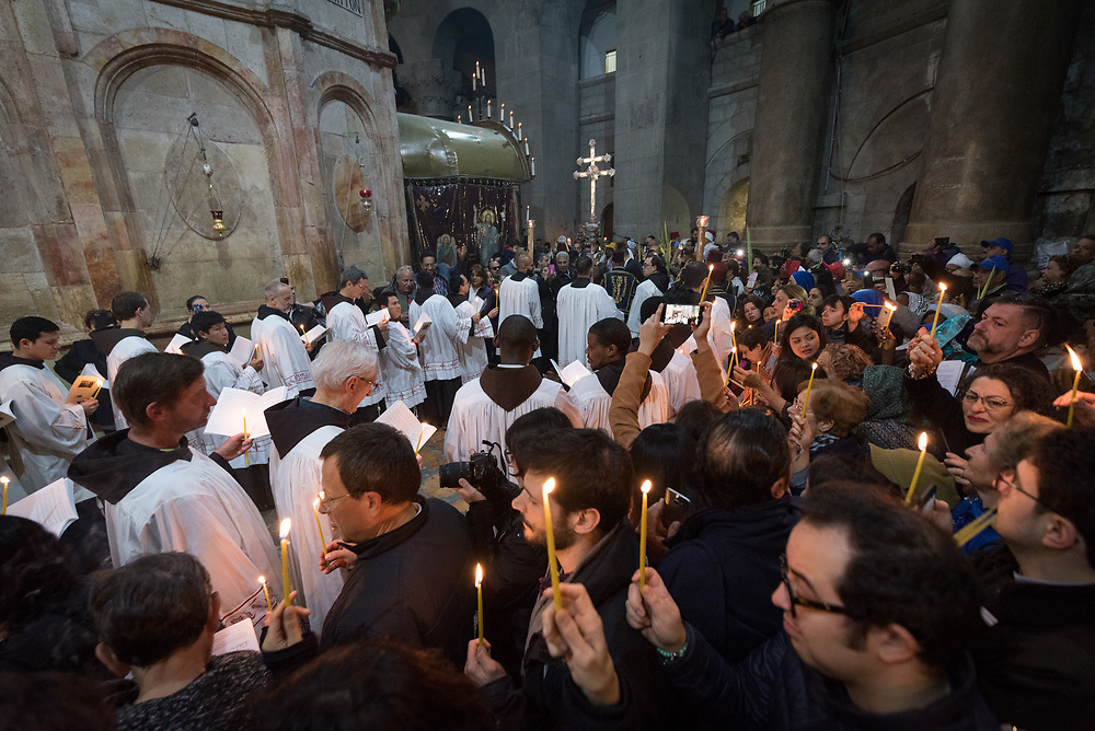 20 April 2019, Jerusalem: The Latin Patriarchate of Jerusalem marks Easter Sunday in the Church of the Holy Sepulchre. The day coincides with Palm Sunday in the eastern tradition, so the procession intersects with Orthodox Christians holding up palm leaves.