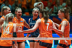 30-05-2019 NED: Volleyball Nations League Netherlands - Poland, Apeldoorn<br /> Nika Daalderop #19 of Netherlands, Kirsten Knip #1 of Netherlands, Nicole Oude Luttikhuis #17 of Netherlands