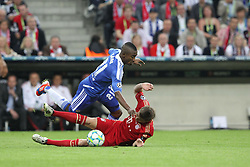 19.05.2012, Allianz Arena, Muenchen, GER, UEFA CL, Finale, FC Bayern Muenchen (GER) vs FC Chelsea (ENG), im Bild Salomon KALOU (FC Chelsea) im Zweikampf mit Toni KROOS (Bayern Muenchen) unten // during the Final Match of the UEFA Championsleague between FC Bayern Munich (GER) vs Chelsea FC (ENG) at the Allianz Arena, Munich, Germany on 2012/05/19. EXPA Pictures © 2012, PhotoCredit: EXPA/ Eibner/ Eckhard Eibner..***** ATTENTION - OUT OF GER *****