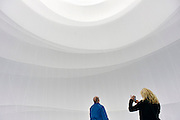 Duitsland, Oberhausen, 28-4-2013, Big Air Package, Gasometer. An indoor installation by the artist Christo, from March 16 to December 30, 2013. With a diameter of 50 meters, 90 meters high, and a volume of 177,000 cubic meters, the work of art is the largest ever inflated envelope without a skeleton.  No usage advertising/commercial usage!  Installatie van de Bulgaarse kunstenaar in de Gasometer van Oberhausen. In het interieur is een hoge cilinder van wit doek gemaakt. Niet voor commercieel gebruik.Foto: Flip Franssen/Hollandse Hoogte
