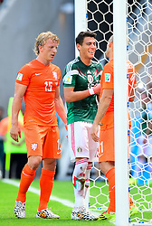 29.06.2014, Castelao, Fortaleza, BRA, FIFA WM, Niederlande vs Mexico, Achtelfinale, im Bild Dirk Kuyt (Niederlande), Arjen Robben (Niederlande) und Hector Moreno (Mexiko) // during last sixteen match between Netherlands and Mexico of the FIFA Worldcup Brazil 2014 at the Castelao in Fortaleza, Brazil on 2014/06/29. EXPA Pictures © 2014, PhotoCredit: EXPA/ fotogloria/ Best Photo Agency<br /> <br /> *****ATTENTION - for AUT, FRA, POL, SLO, CRO, SRB, BIH, MAZ only*****