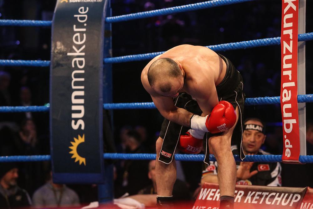 BOXEN: EC Boxing & SES Boxing, Hamburg, 18.01.2020<br /> Superleichtgewicht: Volkan Gökcek (ER, TUR) - Bakhtiyar Isgandarzada (GER)<br /> © Torsten Helmke
