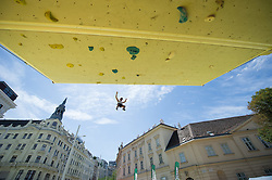 01.08.2015, Mariahilfer Straße, Wien, AUT, ISFC, Free Solo Masters MAHÜ, Qualifikation II, im Bild Feature // during qualification of the ISFC Free Solo Masters MAHÜ at the Mariahilfer Strasse in Vienna, Austria on 2015/08/01. EXPA Pictures © 2015, PhotoCredit: EXPA/ Michael Gruber
