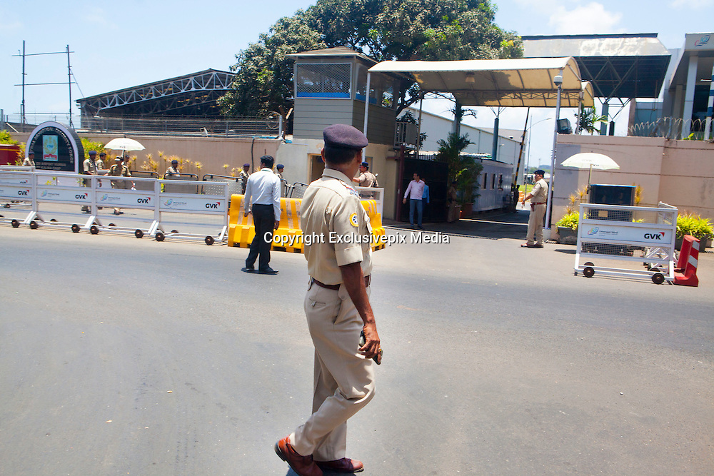 24 May 2016 , Mumabi airport - INDIA:]<br /> <br /> Doctors overcome heavy traffic & Transport Donor Heart Across cities in India for Heart Transplant in under 4 hours.<br /> <br /> Mumbai Police Officers form a 'green corridor' - a traffic management system for quick transport-  outside the Mumbai airport to enable the Doctors from Fortis Hospital to transport the Donor Heart which was arriving from Surat ( a town 300 kilometers away) by special flight for Heart Transplant Operation at Fortis Hospital in Mumbai.<br /> ©Exclusivepix Media