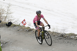May 25, 2018 - Prato Nevoso, ITALY - Britain's Simon Yates of Mitchelton - Scott pictured in action during stage 19 of the 101st edition of the Giro D'Italia cycling tour, 184km from Venaria Reale to Bardonecchia, Italy, Friday 25 May 2018...BELGA PHOTO YUZURU SUNADA FRANCE OUT (Credit Image: © Yuzuru Sunada/Belga via ZUMA Press)
