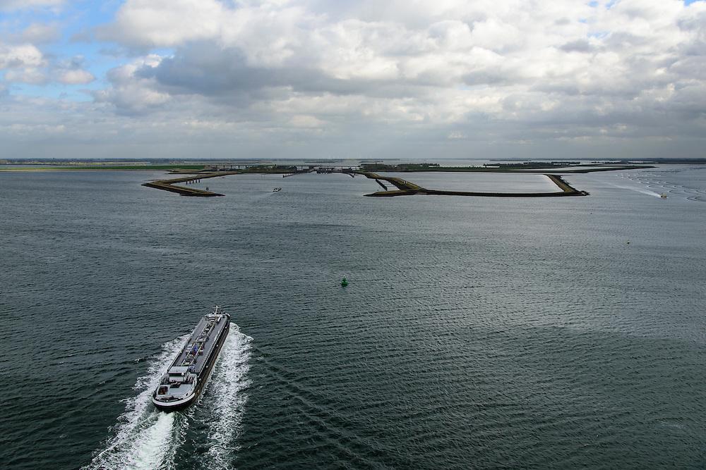 Nederland, Zeeland, Philipsdam, 23-10-2013; binnenvaartschip richting Krammersluizen onderdeel van de Schelde-Rijnverbinding. Rechtsboven in beeld mosselhangculturen.<br /> Barge sailing in the direction of the Krammersluizen (sluices), south-west Netherlands.<br /> luchtfoto (toeslag op standaard tarieven);<br /> aerial photo (additional fee required);<br /> copyright foto/photo Siebe Swart.