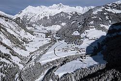 THEMENBILD – Übersicht auf das Schneebedeckte Kalser Tal nach dem ersten Schneefall mit den Ortsteilen Lesach, Lana, Ködnitz, Glor, Grossdorf und Burg, im Hintergrund der Schneebedeckte Grossglockner (3.798m). Kals, Österreich am Donnerstag, 14. November 2019 // Overview of the Kalser valley after the first snowfall with Lesach, Lana, Ködnitz, Glor, Grossdorf and Burg, in the background the snow covered mountain Grossglockner (3798m). Thursday, November 14, 2019 in Kals am Grossglockner, Austria. EXPA Pictures © 2019, PhotoCredit: EXPA/ Johann Groder