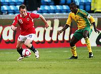 Fotball ,  10. oktober 2009 ,  privatkamp , Norge - Sør-Afrika<br /> <br /> Norway - South-Africa 1-0<br /> <br /> Aaron Mokeona , Sør-Afrika og Morten Moldskred , Norge