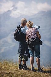 THEMENBILD - ein älteres Paar schaut in eine Wanderkarte. Die Schmittenhöhe ist im Sommer ein beliebtes Ausflugsziel für Urlauber und Bergliebhaber, aufgenommen am 30. Juli 2020, Zell am See, Österreich // an elderly couple looks at a hiking map. The Schmittenhöhe is a popular excursion destination in summer for holidaymakers and mountain lovers on 2020/07/30, Zell am See, Austria. EXPA Pictures © 2020, PhotoCredit: EXPA/ Stefanie Oberhauser