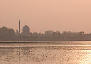 Hazratbal Shrine on Lake Dal. The Moi-e-Muqqadas (the sacred hair) of the Islamic prophet Mohammed is believed to be preserved here, Srinigar, Kashmir, India