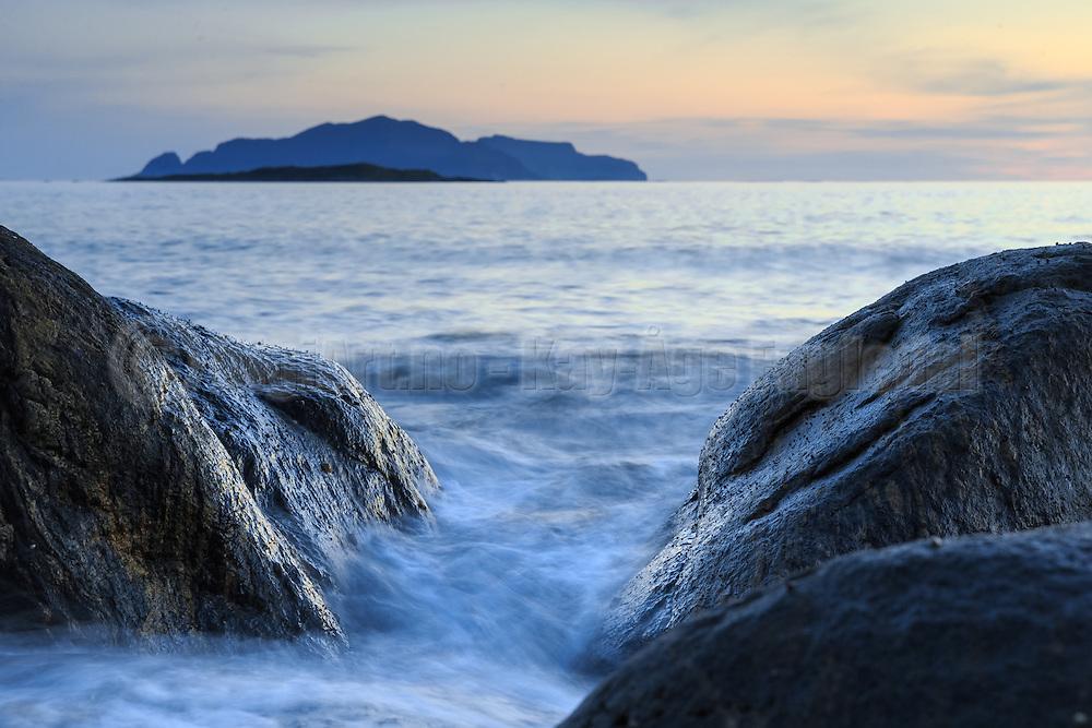 Rocks by the sea   Steiner ved sjøen