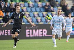 Jeppe Kjær (FC Helsingør) følges af Mads Eriksen (Kolding IF) funder kampen i 1. Division mellem FC Helsingør og Kolding IF den 24. oktober 2020 på Helsingør Stadion (Foto: Claus Birch).