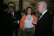 Karen Wright and Michael Craig-Martin. Royal Academy Annual dinner to celebrate the opening of the Summer exhibition. Royal Academy. Piccadilly. London. 1 June 2005.  ONE TIME USE ONLY - DO NOT ARCHIVE  © Copyright Photograph by Dafydd Jones 66 Stockwell Park Rd. London SW9 0DA Tel 020 7733 0108 www.dafjones.com