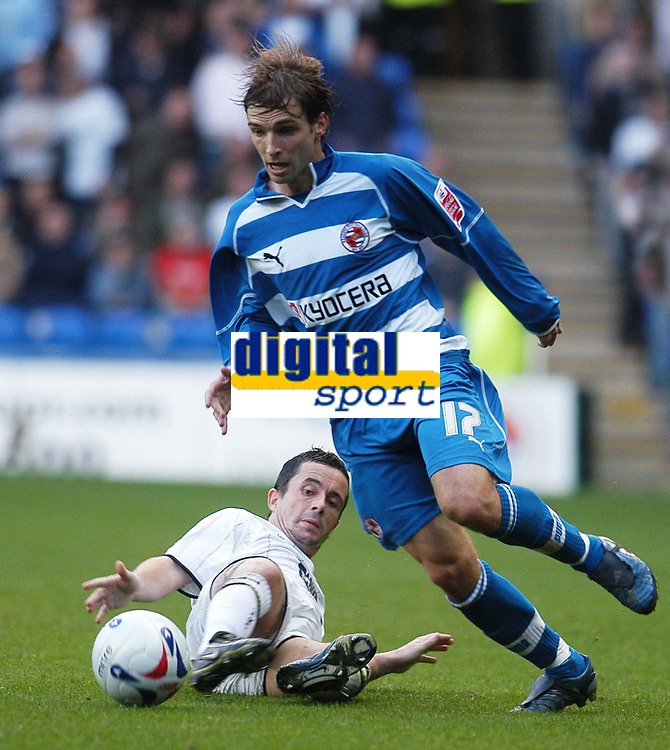 Photo: Alan Crowhurst.<br />Reading v Leeds Utd. Coca Cola Championship.<br />29/10/2005. Bobby Convey of Reading on the attack.