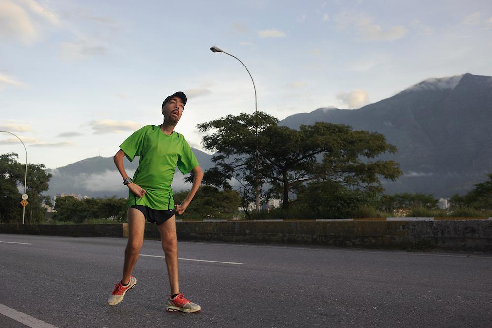 Maickel Melamed entrena 23KM como rutina de los últimos cinco domingos. Maickel se prepara para correr el maraton de Ny 2011.