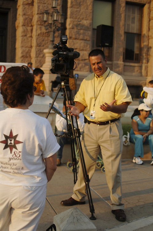 Austin, Texas September 7, 2006: A Hispanic television journalist from the Time-Warner owned cable TV news station in Ausitn interviews a pro-immigrant supporter at a rally at the Texas capitol.  ©Bob Daemmrich /