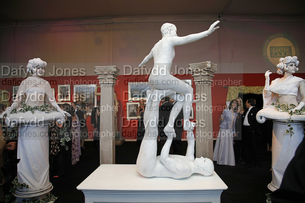 LIVING STATUES, The 28th Game Conservancy Trust Ball, In association with Barter Card. Battersea Park. 18 May 2006. ONE TIME USE ONLY - DO NOT ARCHIVE  © Copyright Photograph by Dafydd Jones 66 Stockwell Park Rd. London SW9 0DA Tel 020 7733 0108 www.dafjones.com