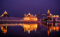 The Golden Temple (holiest Sikh shrine) at twilight, Amritsar, Punjab, India
