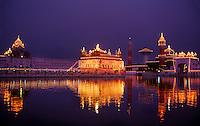 The Golden Temple (holiest Sikh shrine) at twilight, Amritsar, Punjab, India