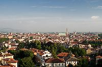 VICENZA, VEDUTA DEL CENTRO STORICO, DA SINISTRA IL TORRIONE DI PORTA CASTELLO, IL DUOMO E LA BASILICA PALLADIANA (architetto Andrea Palladio 1549), VENETO, ITALIA