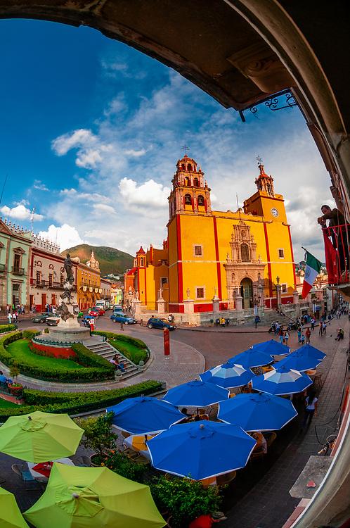 Plaza de la Paz with the Basilica de Nuestra Senora de Guanajuato in background, Guanajuato, Mexico