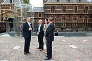 Koning Willem Alexander is bij de lancering van de website  in het Mauritshuis over de restauratie en kunsthistorisch onderzoek Oranjezaal.<br /> <br /> King William Alexander was at the launch of the website in the Mauritshuis on the restoration and art historical research Oranjezaal.<br /> <br /> Op de foto / On the photo:  Aankomst / Arrival