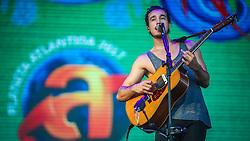 Tiago Iorc se apresenta no Palco Planeta durante a 22ª edição do Planeta Atlântida. O maior festival de música do Sul do Brasil ocorre nos dias 3 e 4 de fevereiro, na SABA, na praia de Atlântida, no Litoral Norte gaúcho.  Foto: Jefferson Bernardes / Agência Preview