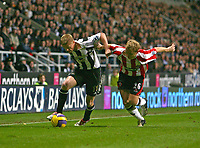 Photo: Andrew Unwin.<br /> Newcastle United v Sheffield United. The Barclays Premiership. 04/11/2006.<br /> Newcastle's Damien Duff (L) holds off Sheffield United's Derek Geary (R).