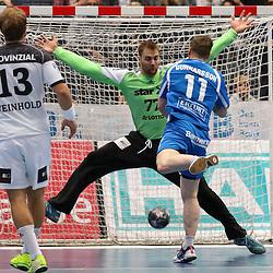 BHCs Arnor Gunnarsson (Nr.11) mit einem Sprungwurf gegen Kiels Wolff (Nr.77) im Spiel der Handballliga, Bergischer HC - THW Kiel.<br /> <br /> Foto © PIX-Sportfotos *** Foto ist honorarpflichtig! *** Auf Anfrage in hoeherer Qualitaet/Aufloesung. Belegexemplar erbeten. Veroeffentlichung ausschliesslich fuer journalistisch-publizistische Zwecke. For editorial use only.